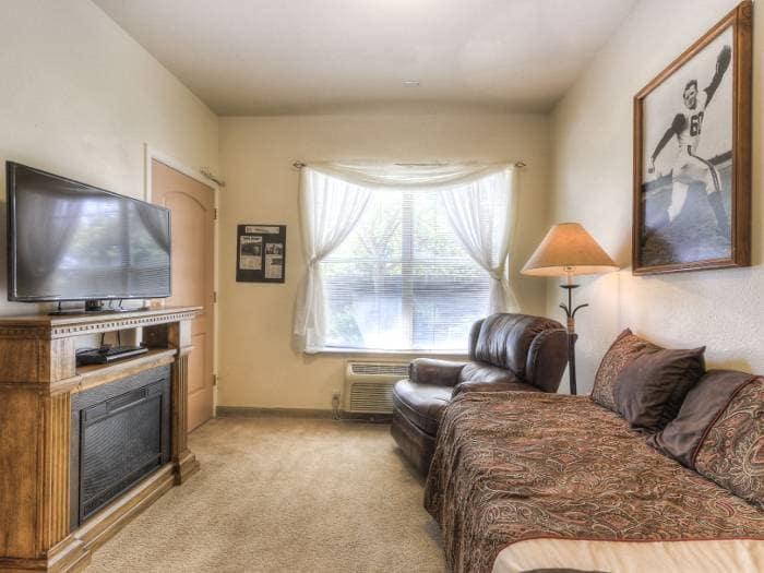 Bedroom at Pacifica Senior Living Modesto in Modesto