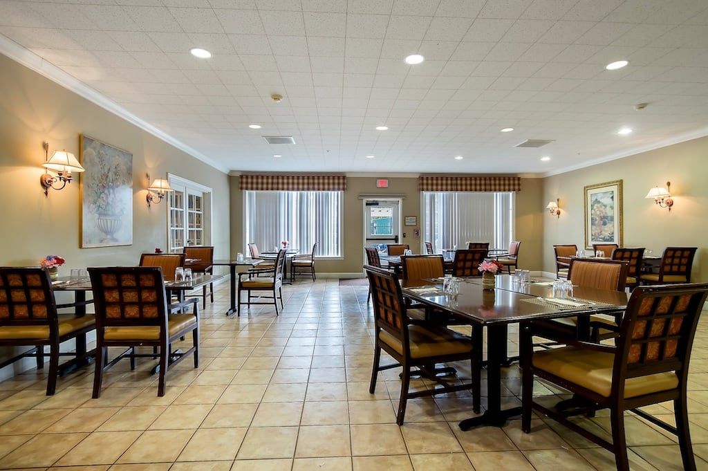 Pacifica Senior Living McMinnville fancy dining room