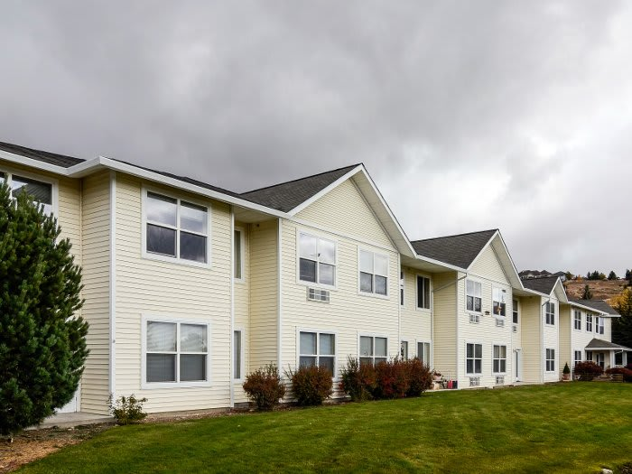 Exterior view of Pacifica Senior Living Klamath Falls in Oregon