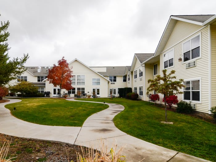lawn and walking paths at our senior living community in Klamath Falls, OR