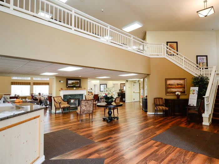 Spacious lounge at Pacifica Senior Living Klamath Falls in Oregon