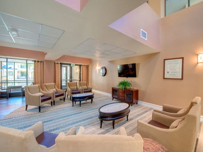 Lounge at Pacifica Senior Living Hillsborough in Chino