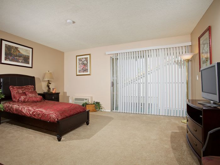 Bedroom at Pacifica Senior Living Escondido