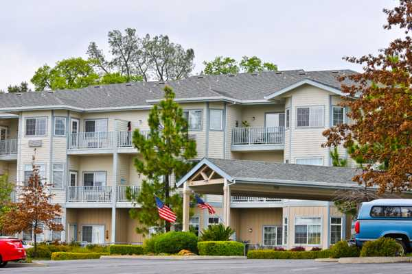 Services and amenities at Pacifica Senior Living Country Crest