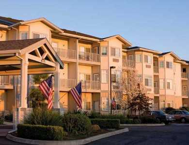 An exterior view of the beautiful campus at Pacifica Senior Living Country Crest
