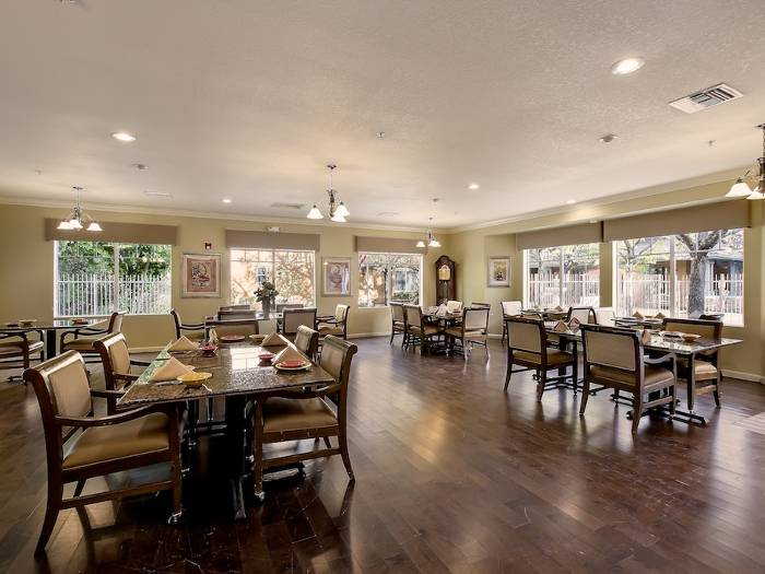 Community dining hall at Pacifica Senior Living Chino Hills in Chino Hills, CA