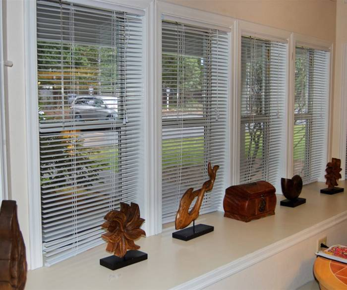 Gorgeous living room with windows at Pacifica Senior Living Lynnwood