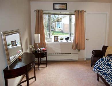 Bedroom at Pacifica Senior Living Lynnwood