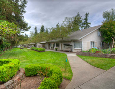 Well-landscaped lawns at Pacifica Senior Living Lynnwood