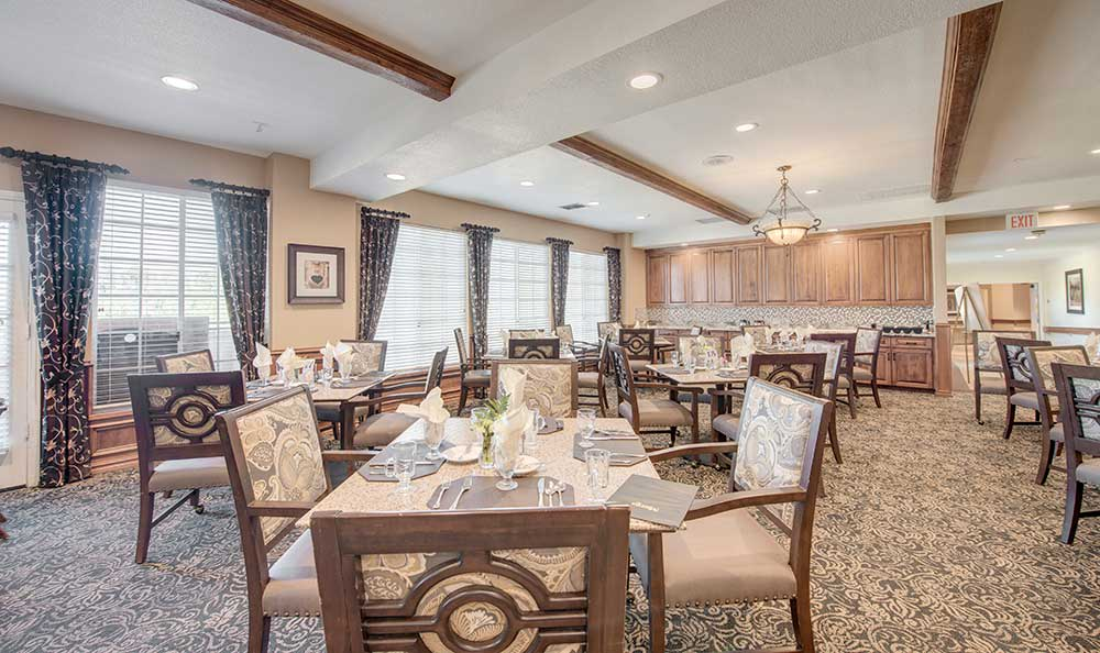 Enjoy meals with friends in the dining room at The Meridian at Anaheim Hills