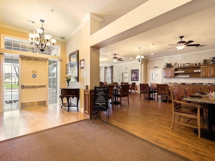 Heartland restaurant style dining