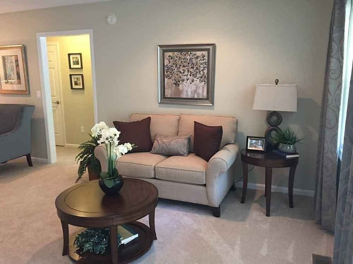 Couch and coffee table at Pacifica Senior Living Heritage Hills in Hendersonville, NC