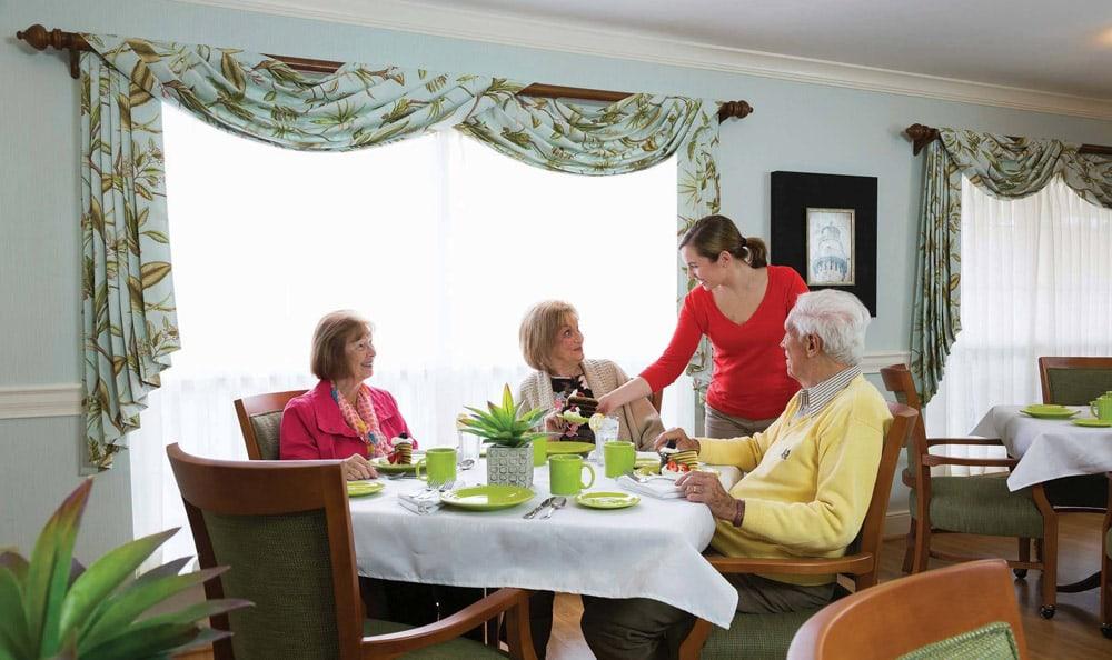 tenants having dinner at Great Falls Assisted Living