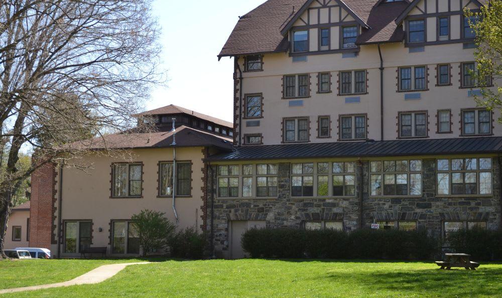 Exterior building at Kenilworth Inn