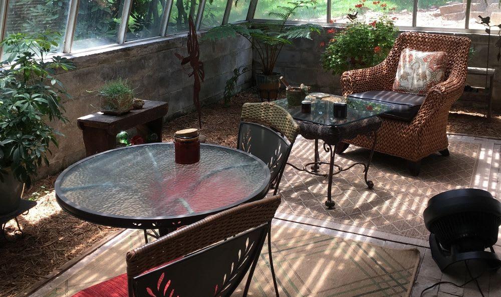Exterior living room at Kenilworth Inn