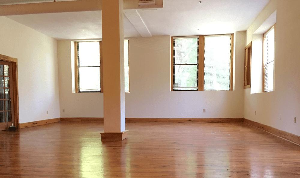 Big living room at Kenilworth Inn