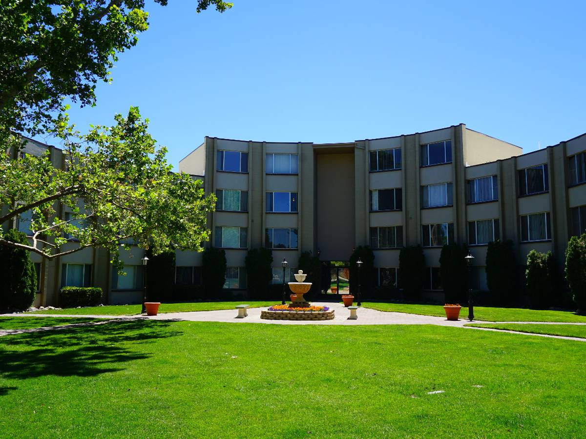 Regency Park Apartments is beautifully landscaped.