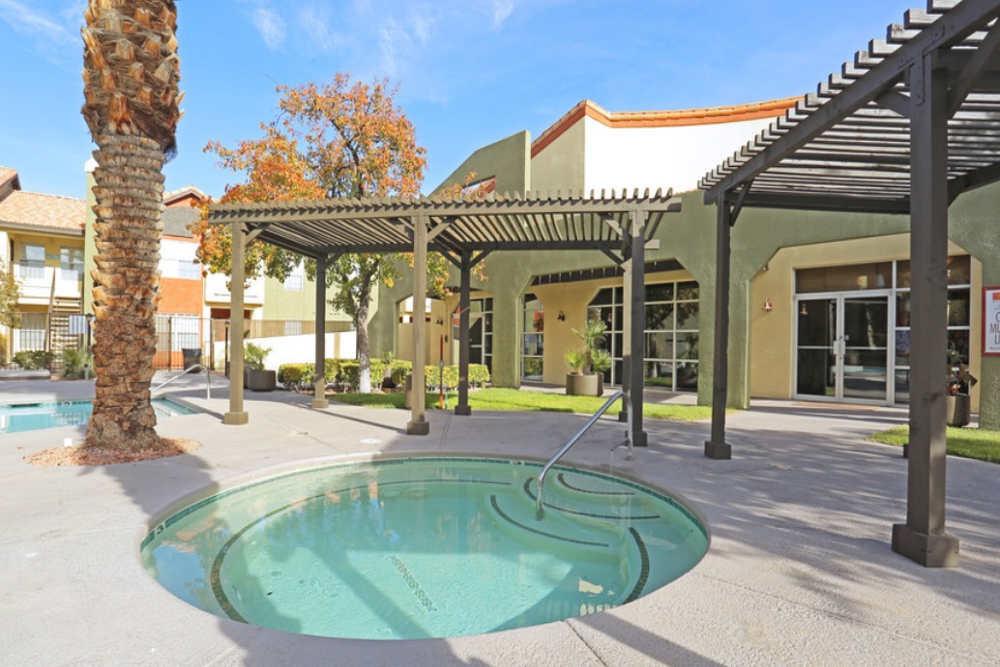 Entrata Di Paradiso has a mini pool for your kids.