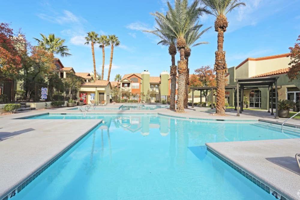 Large pool at Entrata Di Paradiso.