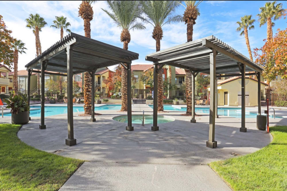 Entrata Di Paradiso has a pool to keep you cool in the Nevada heat.