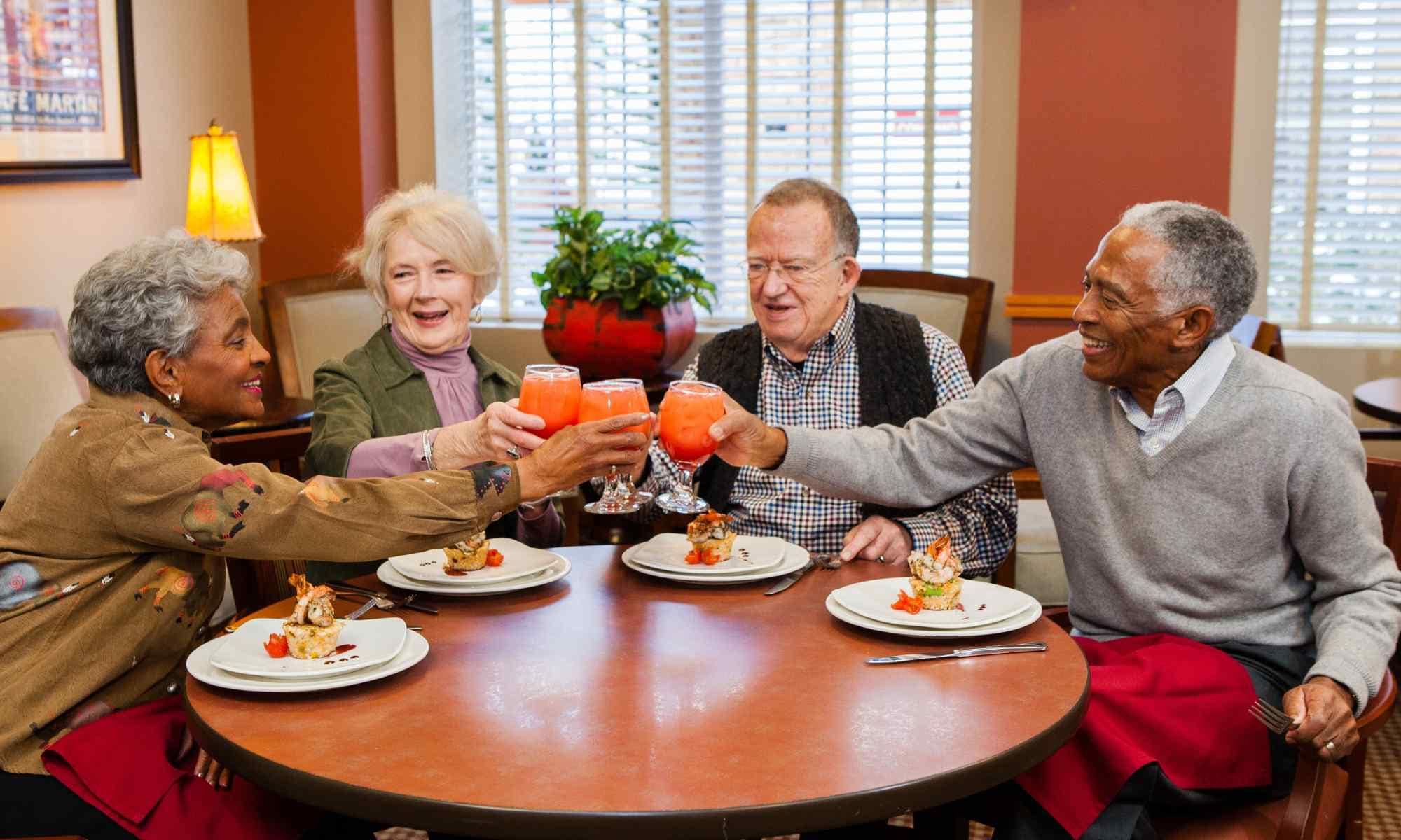 dining at Holly Creek Retirement Community