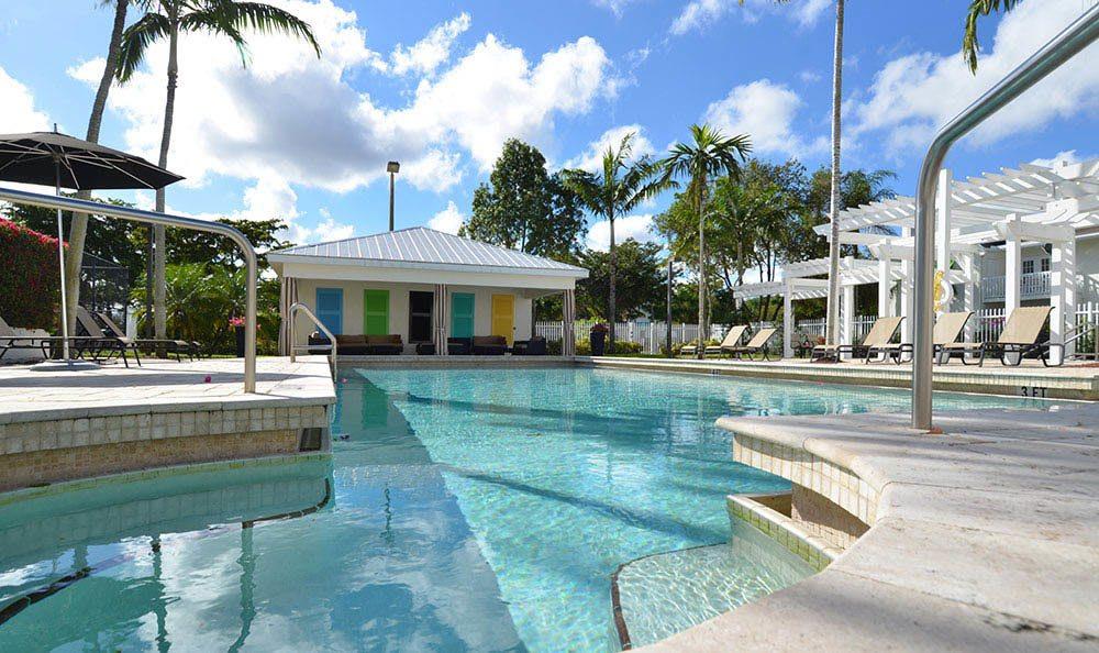 Cypress Club Apartments Refreshing Swimming Pool