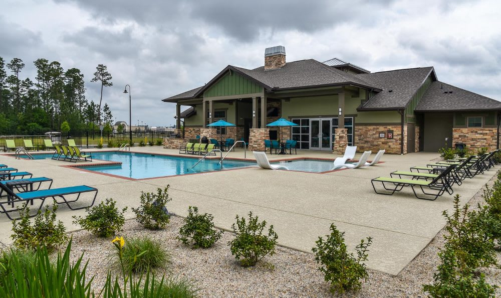 Pool at Springs at Fremaux Town Center Apartments in Slidell