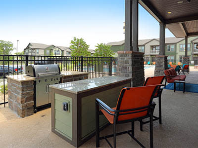 BBQ area at Springs at Woodlands South Apartments in Tulsa