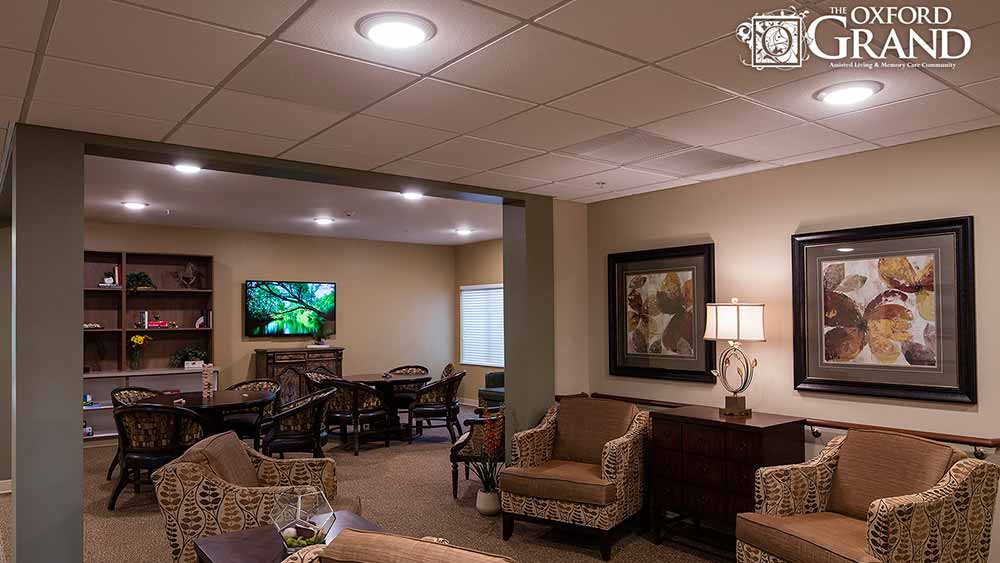 The Oxford Grand Assisted Living & Memory Care has a sitting room to watch TV and read in Kansas City, Missouri