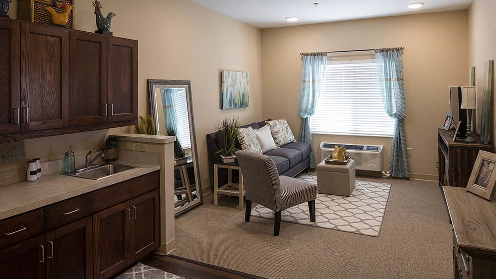 independent living living room at The Oxford Grand Assisted Living & Memory Care in McKinney, Texas