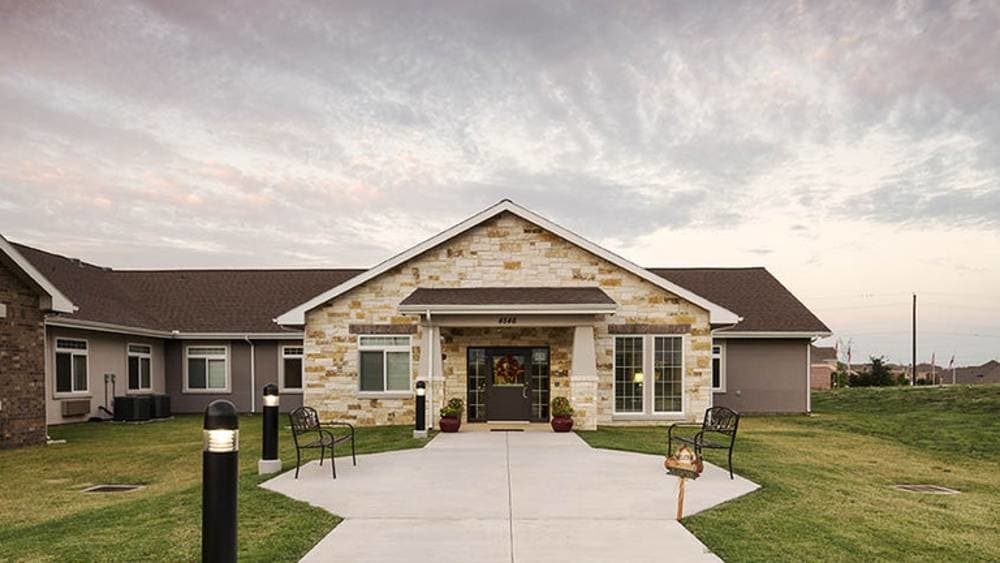 Exterior of Oxford Glen Memory Care at Owasso