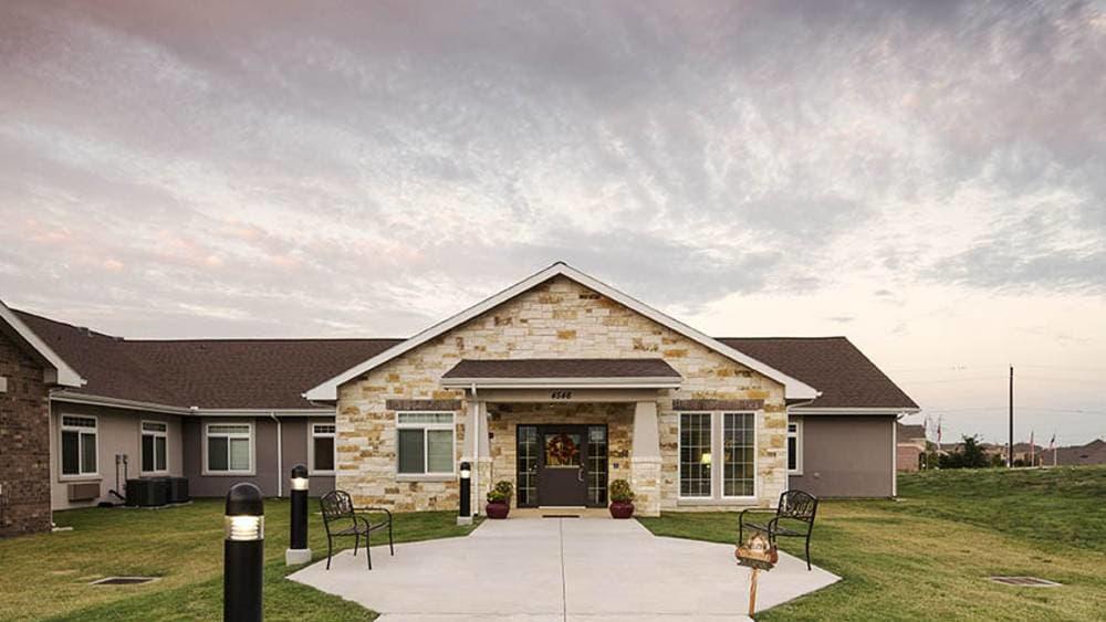 Exterior at Oxford Glen Memory Care at Grand Prairie