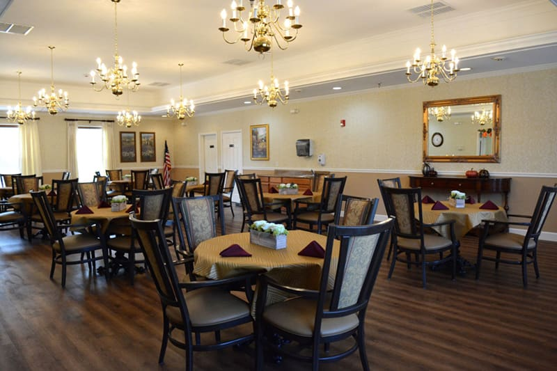 The dining area at Morning Pointe of Tuscaloosa is charming.