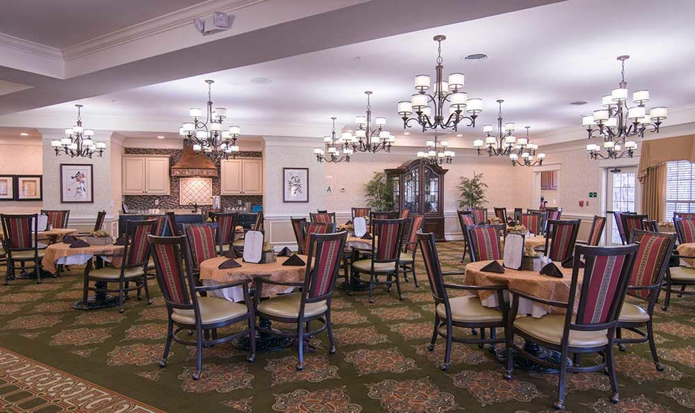 The grand dining area at Morning Pointe of Louisville