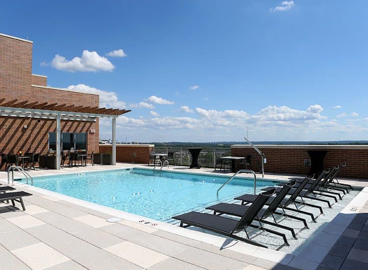 Rooftop pool in Bethesda at Gallery Bethesda