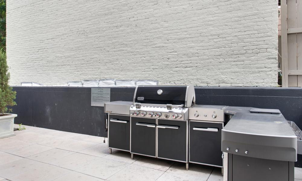 BBQ area at The Aria on L in Washington
