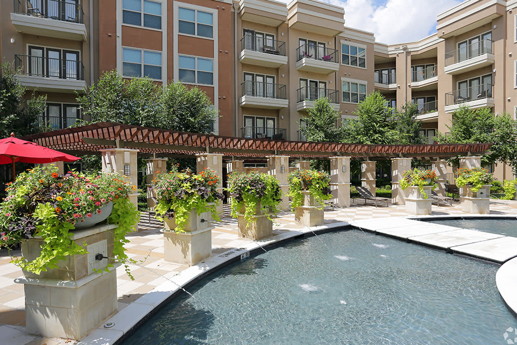 Gorgeous outdoor common areas at Addison Keller Springs