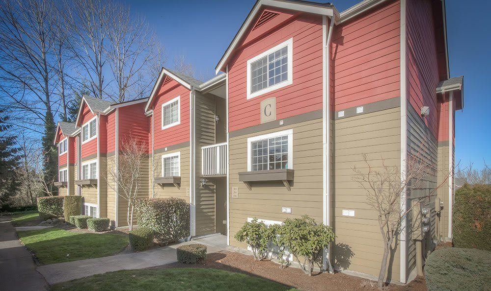 Chestnut Hills Apartments tenant building exterior in Puyallup, Washington
