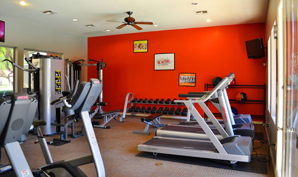 Well-equipped on-site fitness center at The Retreat Apartments in Phoenix