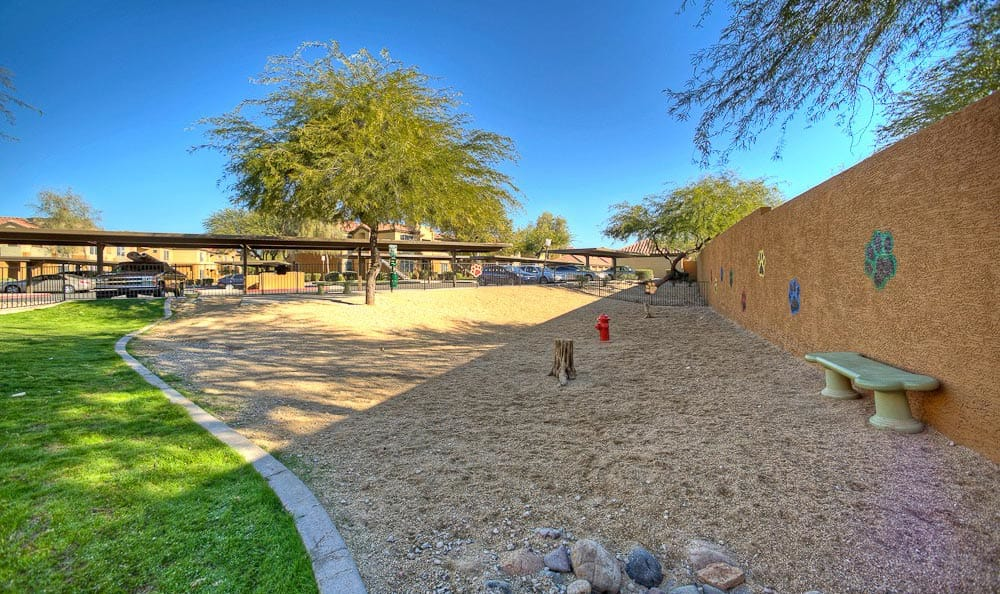 Beautiful on-site dog park at The Retreat Apartments in Phoenix