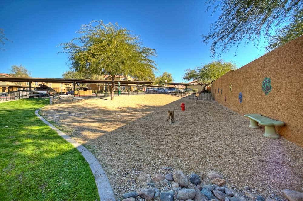 Beautiful on-site dog park at The Retreat Apartments in Phoenix, Arizona