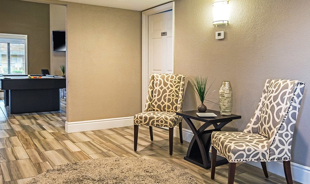 Comfortable seating in little nook at the Villetta Apartments clubhouse in Mesa
