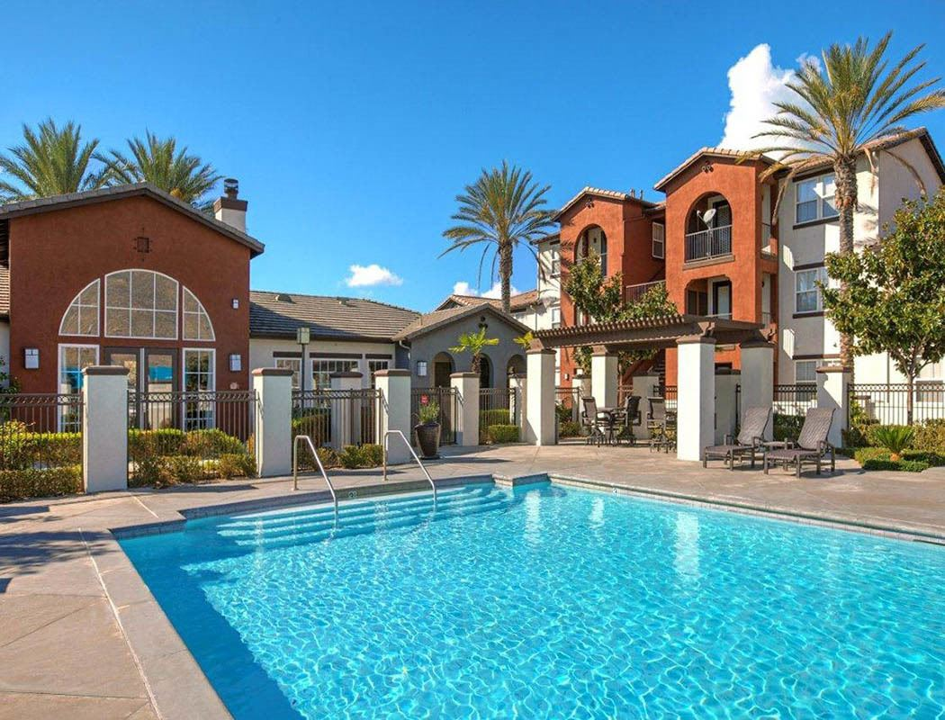swimming pool at Vista Imperio Apartments in Riverside
