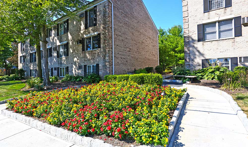 The flowerbeds at Coventry Square Apartments are quite eye-catching.
