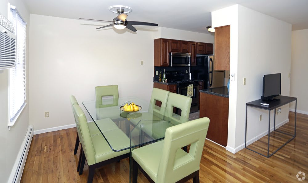 The dining room has ample space at Coventry Square Apartments.