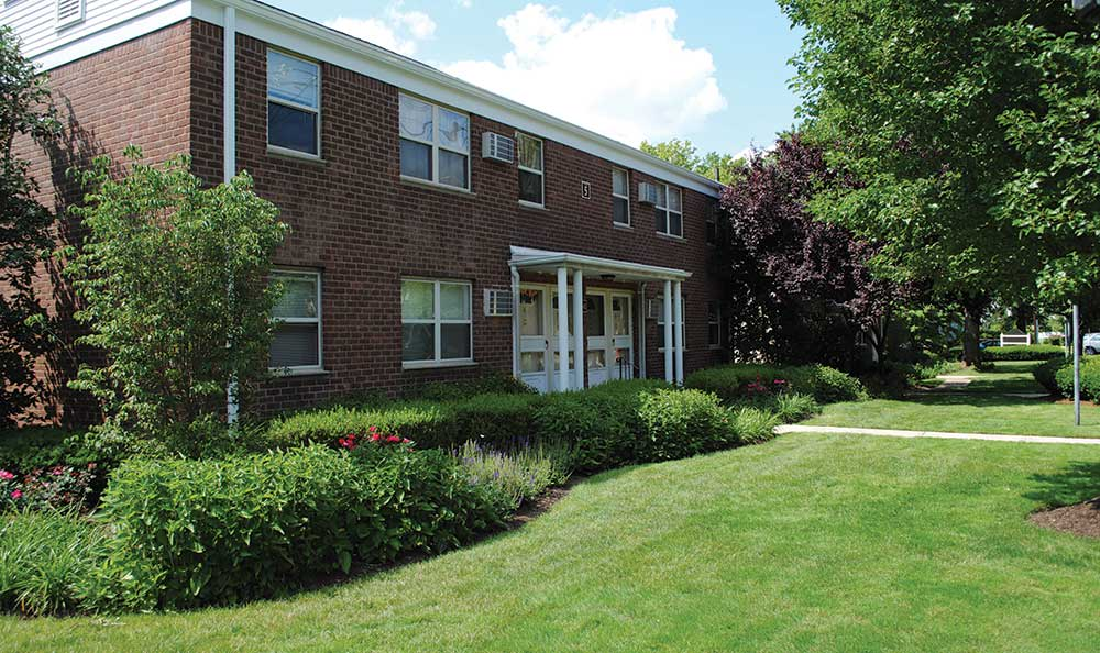 Lakeview Apartments offers excellent housing in Leonia, New Jersey.