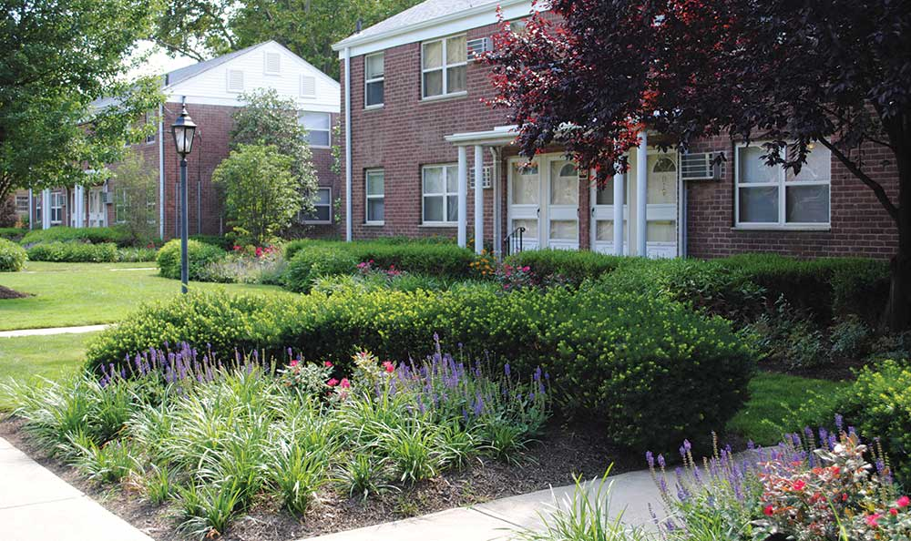 Lakeview Apartments is ideally located in Leonia, New Jersey.