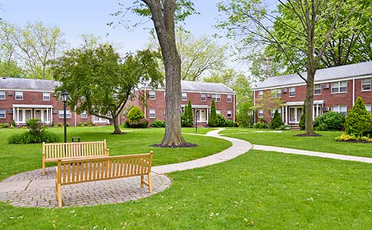 Enjoy little jaunts across the well-maintained grounds of Lakeview Apartments