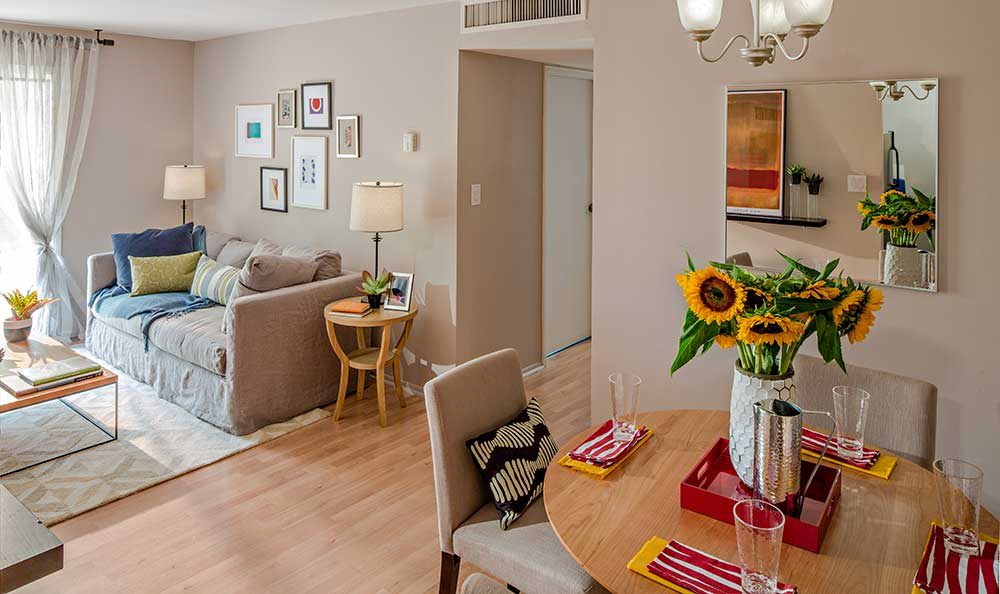 Dining room at Quail Ridge Apartments