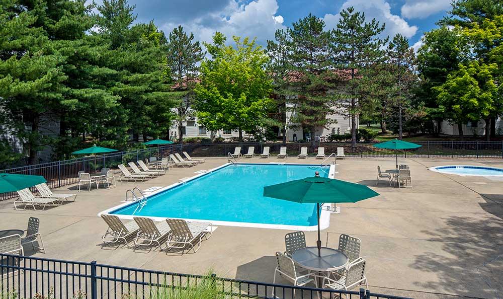 Quail Ridge Apartments pool-side tables with umbrellas
